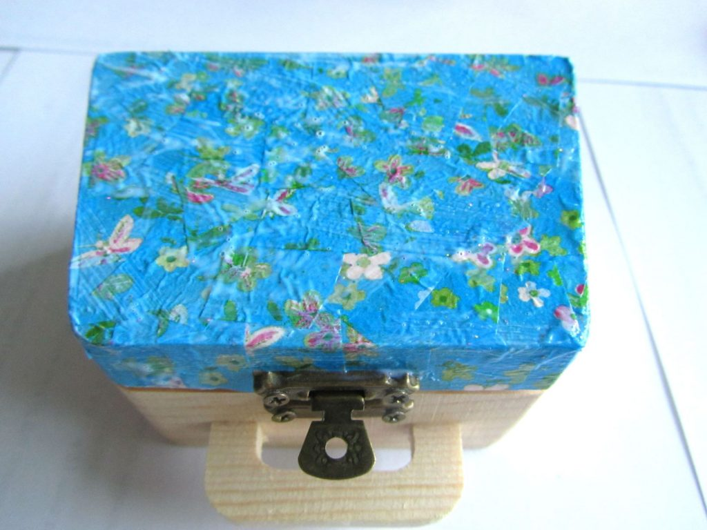 Decoupage box lid