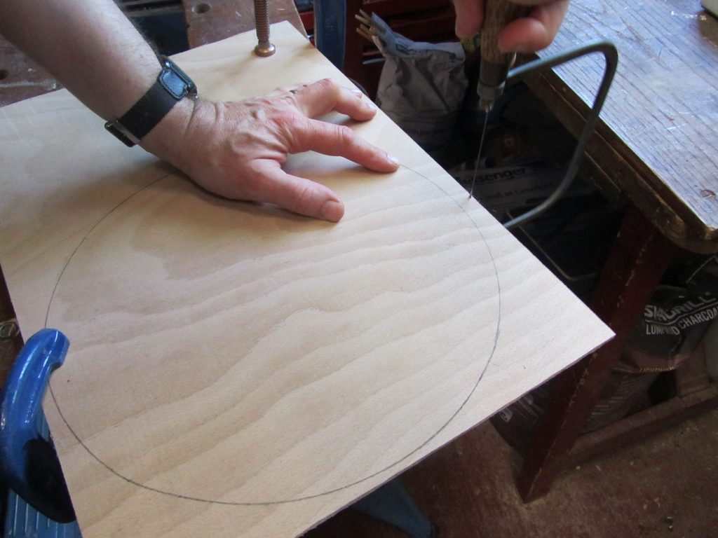 Cutting circle out of marine plywood - table upcycle