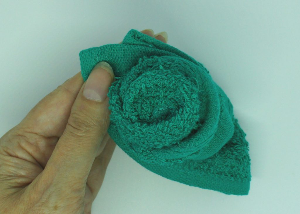 Washcloth roses - tidy up