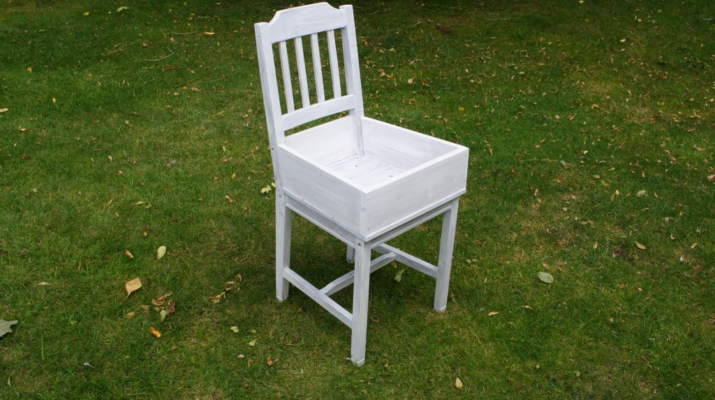 Prime the whole chair in white